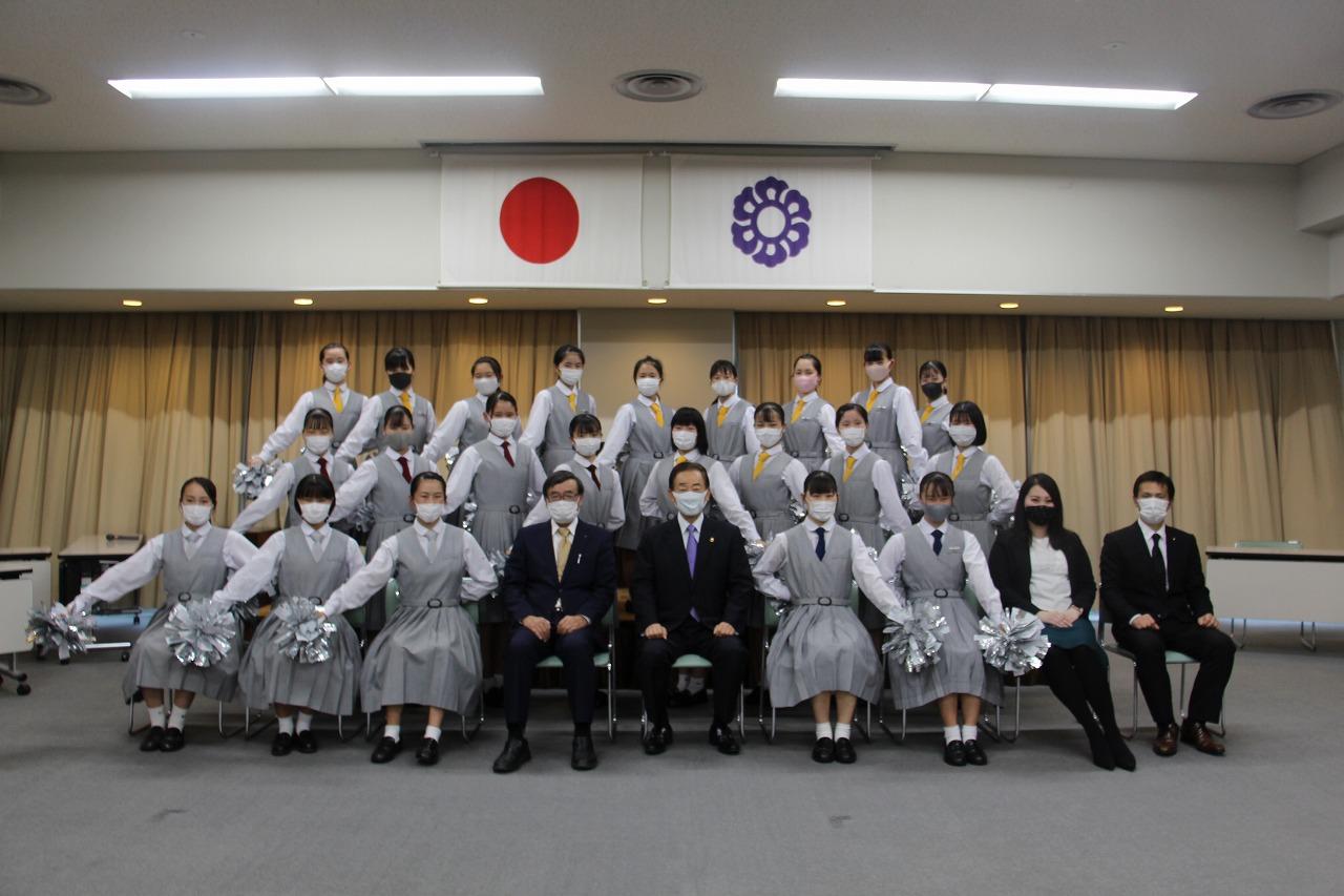 藤枝明誠中学・高校チアリーディング部が市長を表敬訪問しました