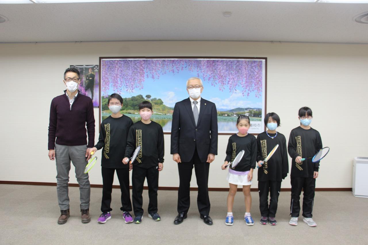 広幡バドキッズが教育長を表敬訪問しました!
