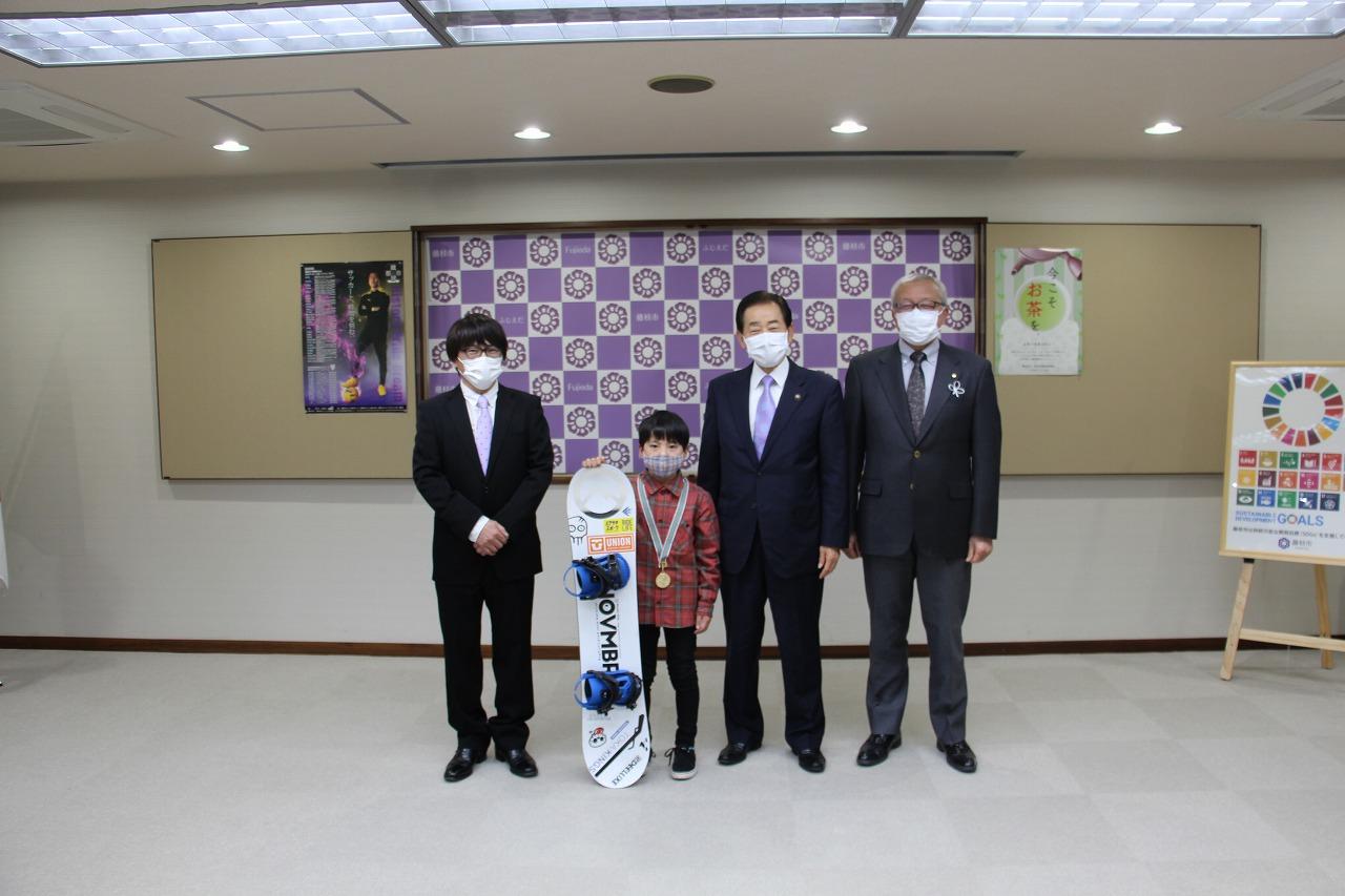 広幡小4年生の北山博仁選手が市長を表敬訪問しました