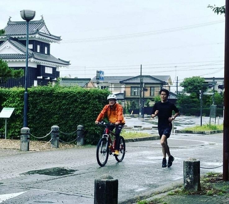 糟谷悟選手が、にしおマラソンのコースを試走!